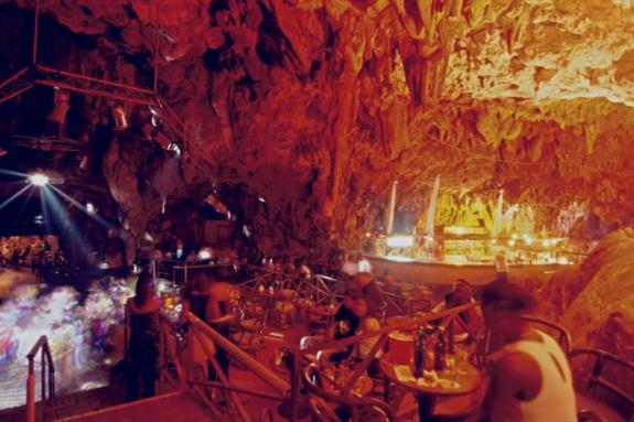 La Guacara Taina, The Cave