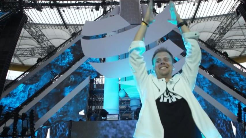 Armin van Buuren - Live @ World Club Dome Mainstage 2019
