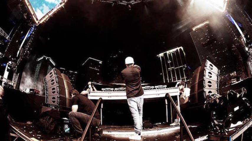 Avicii - Avicii Live Ultra Music Festival 2013