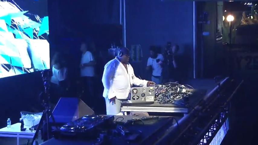Carl Cox - Live @ Space Closing Fiesta 2016 UMF Stage